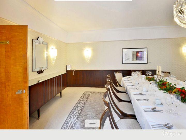 Generous Findlay Room in London Photo 3