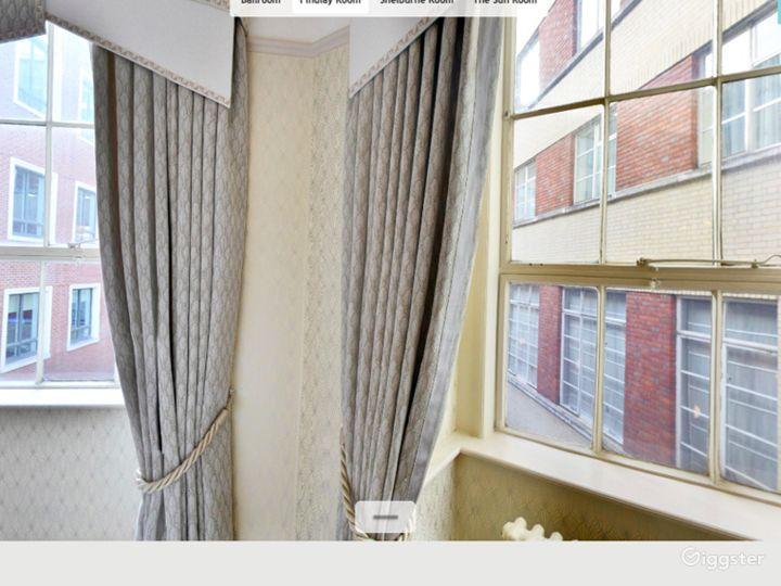 Generous Findlay Room in London Photo 5