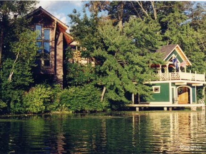 Lake house with boat house: Location 3333 Photo 5