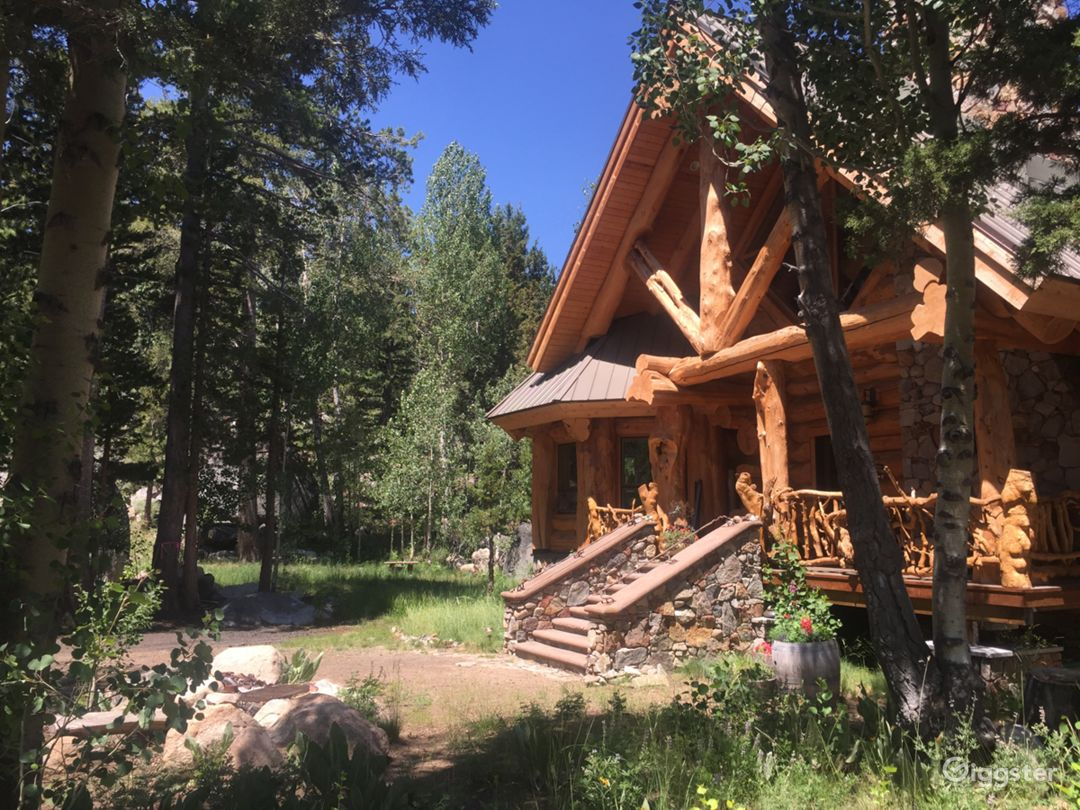 Set among pine & aspen trees & huge granite boulders.
