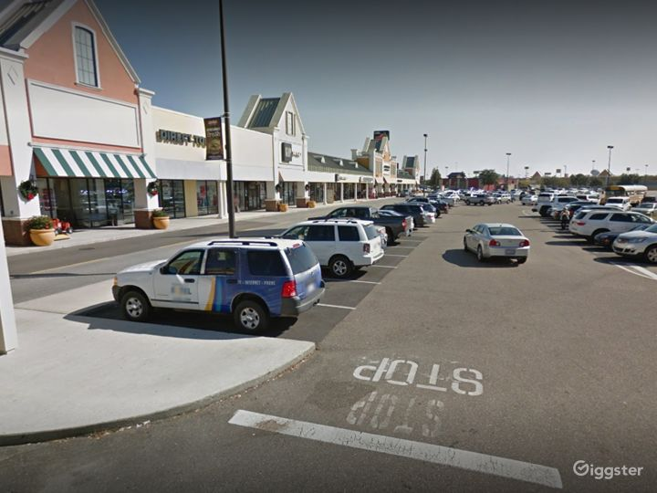 A Colossal Parking Space in Gonzales Photo 4