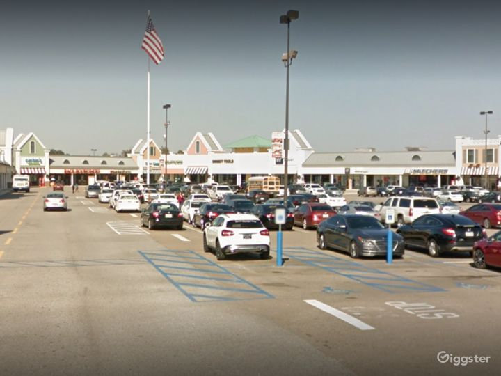 A Colossal Parking Space in Gonzales Photo 5
