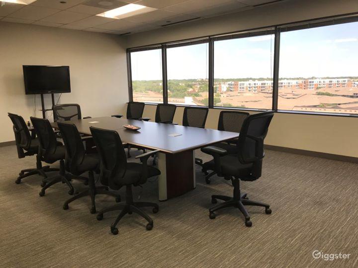 Spacious Bright Conference Room in Dallas Photo 2