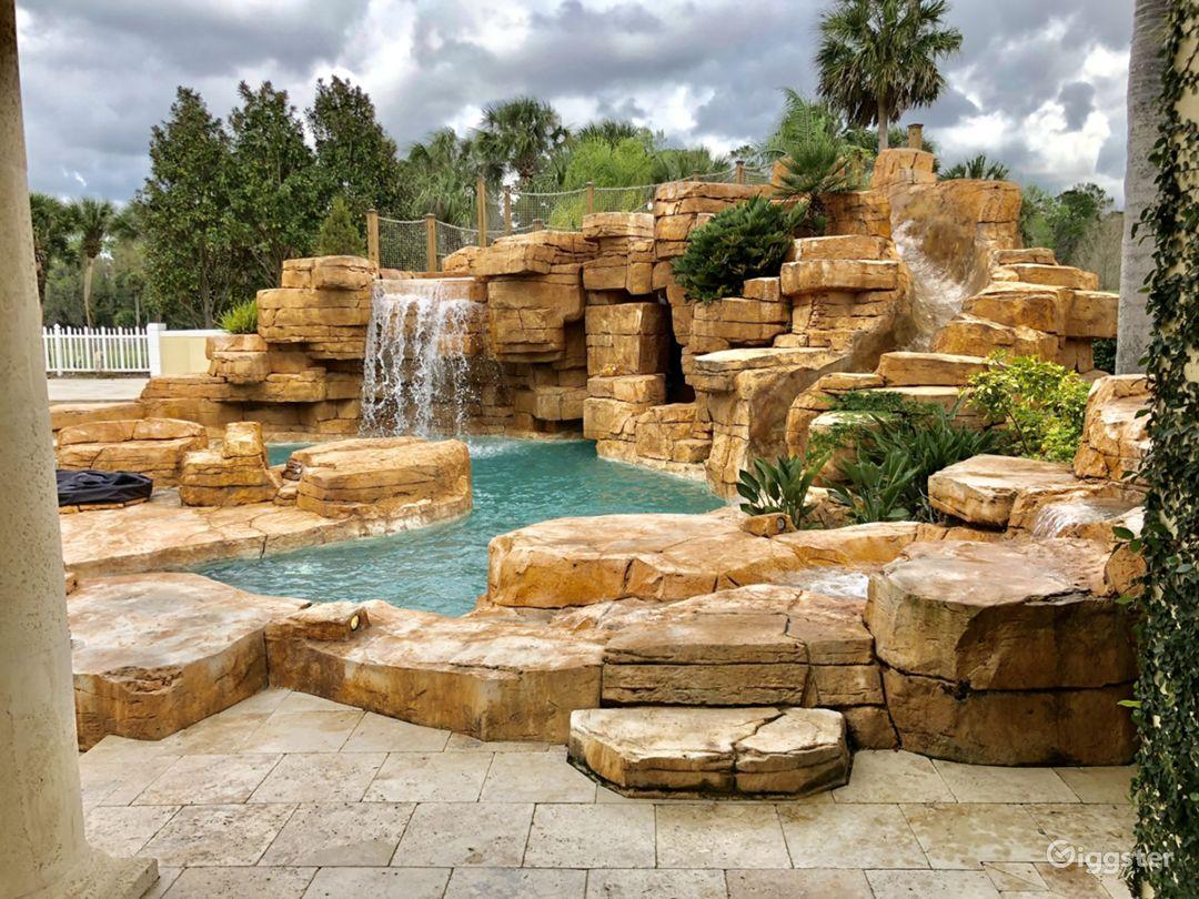 Amusement park level huge tropical lagoon pool  Photo 1