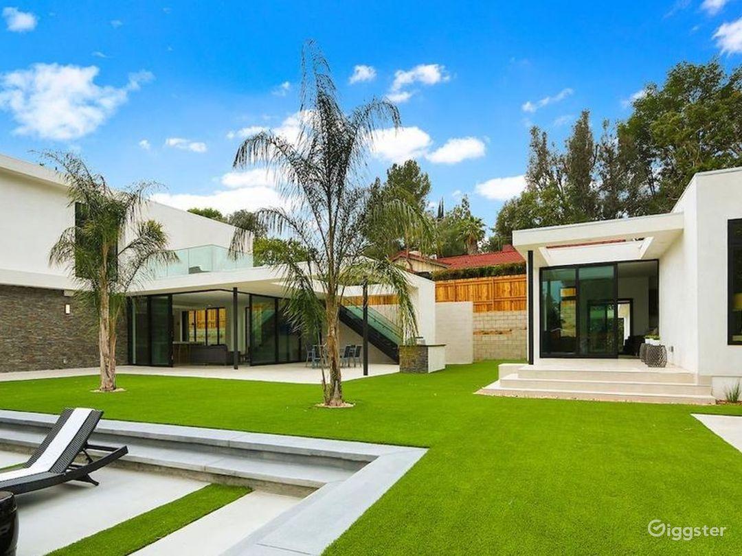 Designer Modern Mansion  Photo 2