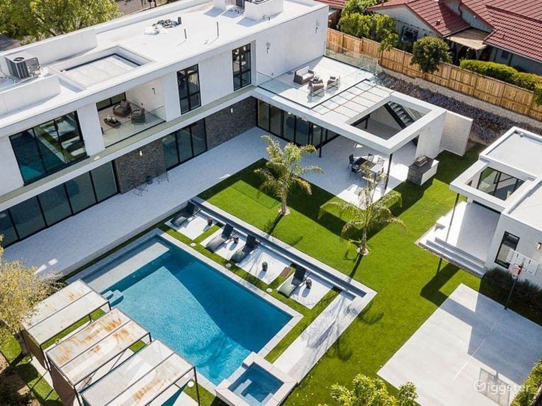 Designer Modern Mansion  Photo 1