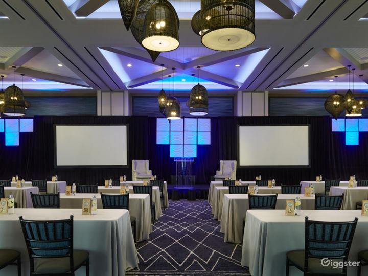 Extravagant Ballroom Hall with Modern Interiors Photo 4