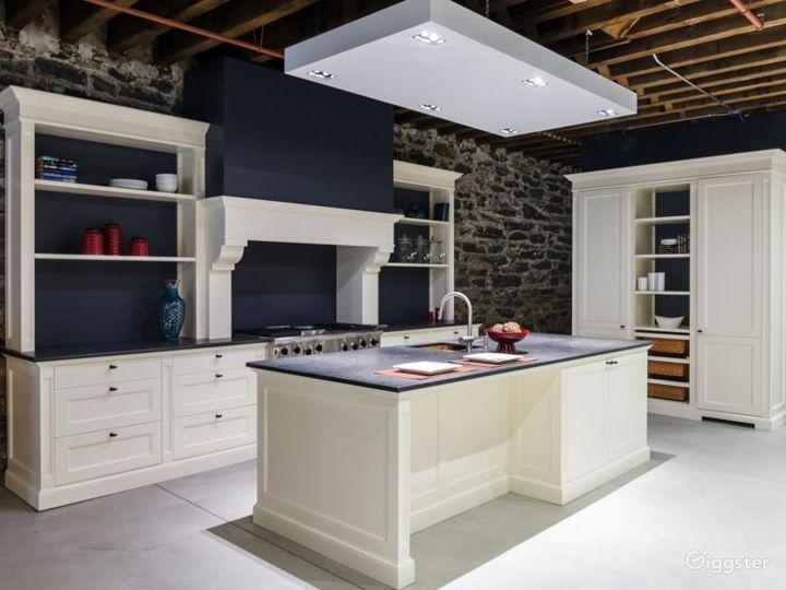 Modern Kitchen Showroom Photo 5