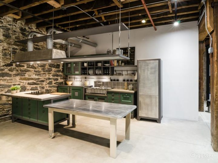 Modern Kitchen Showroom Photo 3