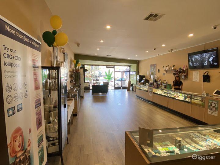 Modern, open floor plan retail shop with displays Photo 4
