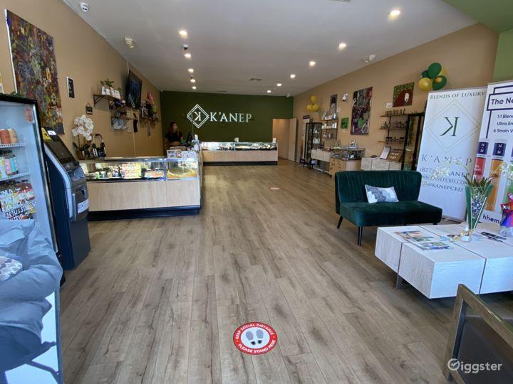 Modern, open floor plan retail shop with displays Photo 2