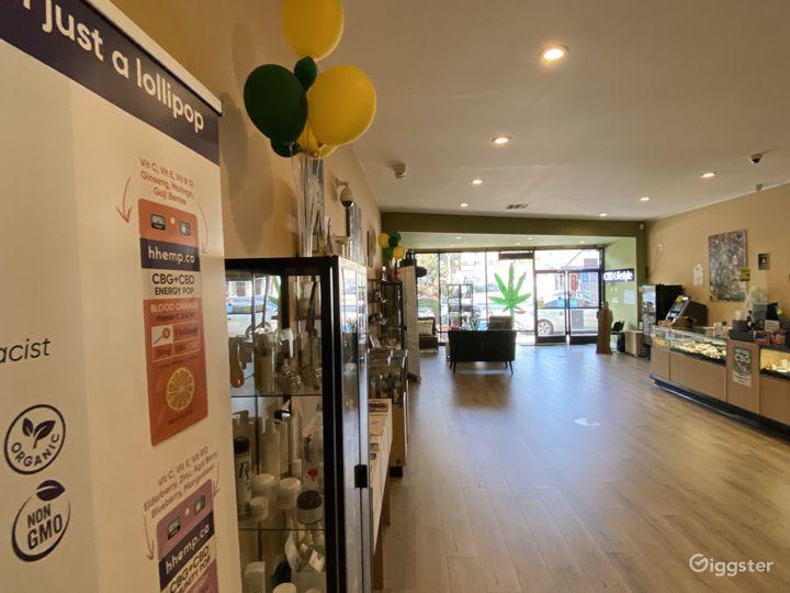 Modern, open floor plan retail shop with displays Photo 3