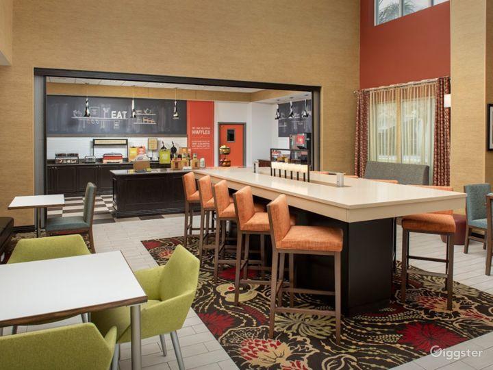 An Elegant Hotel Restaurant in Lakeland Photo 4