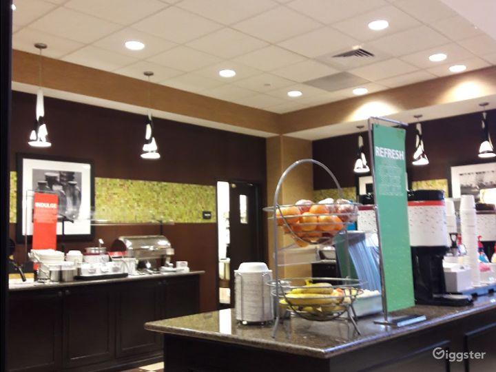 An Elegant Hotel Restaurant in Lakeland Photo 3