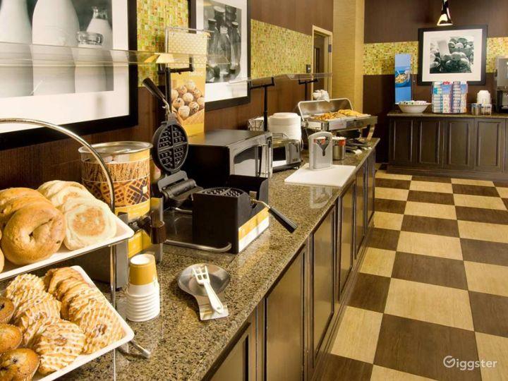 An Elegant Hotel Restaurant in Lakeland Photo 2
