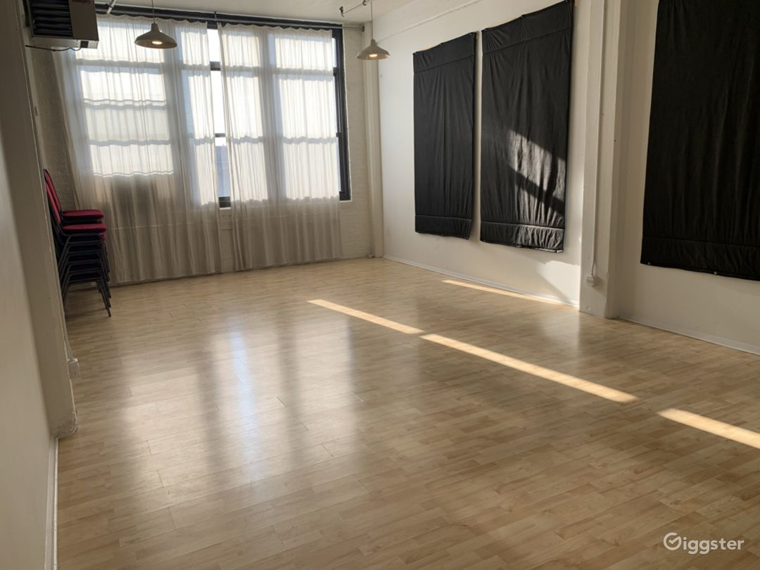 Artist loft with tons of natural light Photo 1