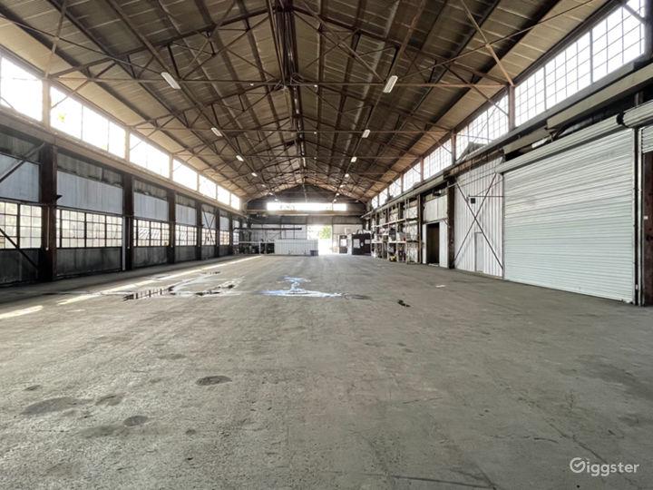 Mega Stage: Huge Warehouse Location Photo 4