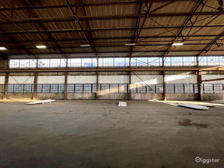 Mega Stage: Huge Warehouse Location Photo 5