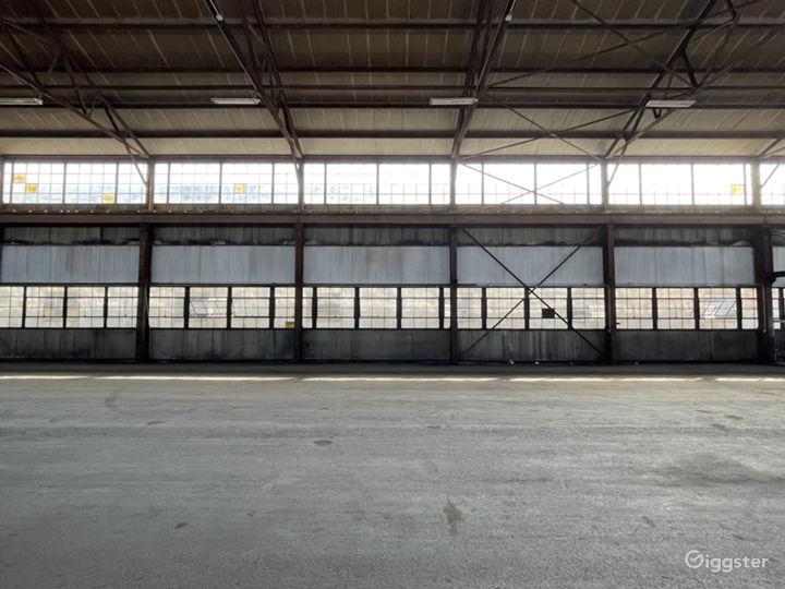 Mega Stage: Huge Warehouse Location Photo 2