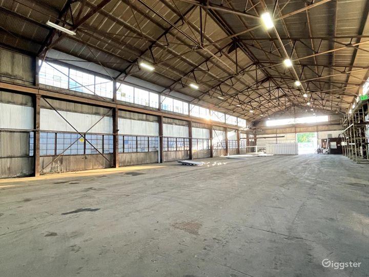 Mega Stage: Huge Warehouse Location Photo 3