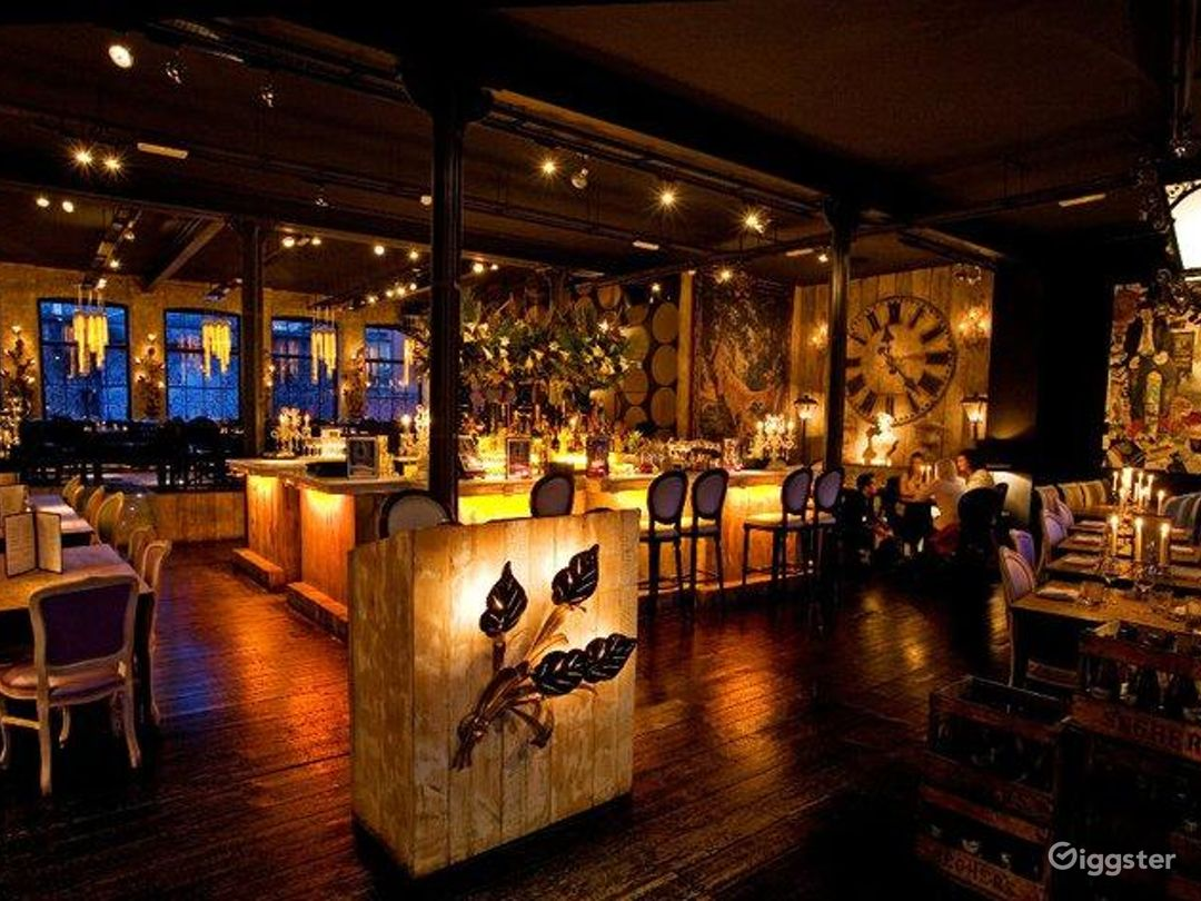 Rustic yet Elegant Bar in London Photo 1