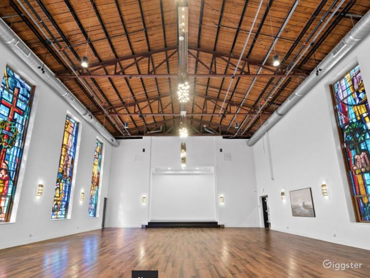 High Ceiling and Spacious Event Space Photo 4