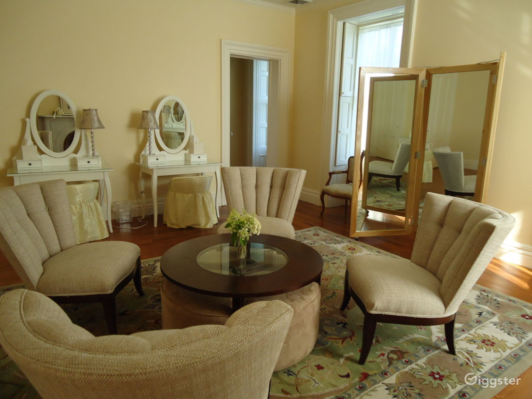 Makeup/Dressing/Lounge area 1 (3 additional)