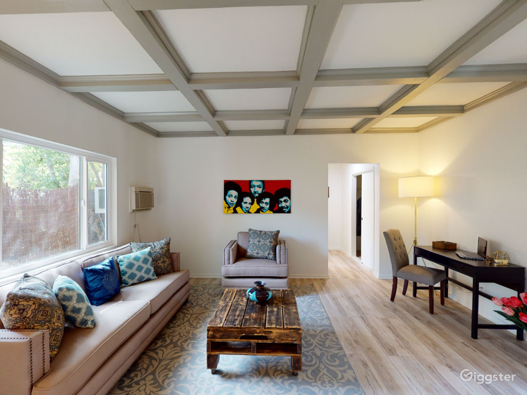 Gated, modern, and secluded Studio City hideaway. Photo 3