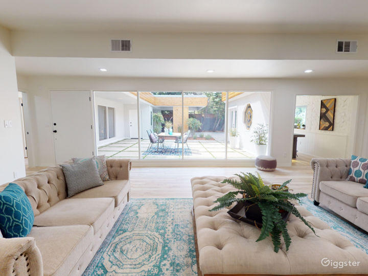 Gated, modern, and secluded Studio City hideaway. Photo 2