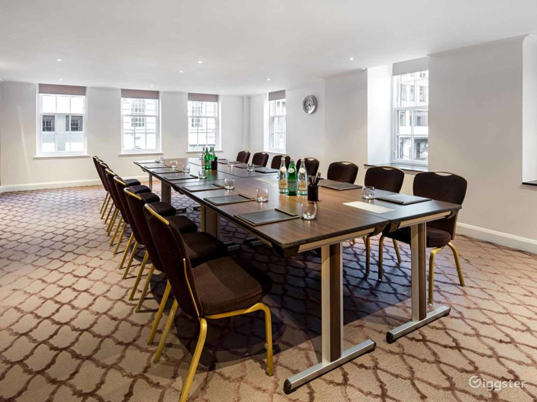 Sleek & Stylish Private Suite 2 in Mayfair, London Photo 1