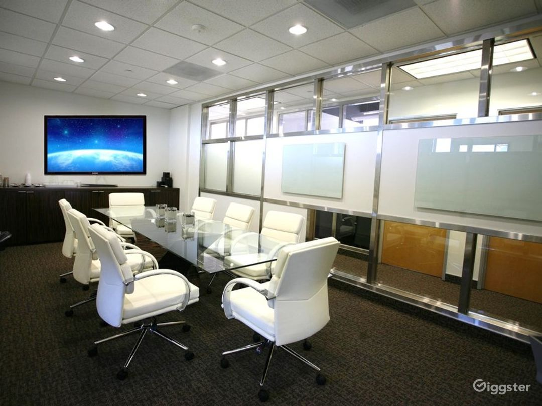 Stylish and Flexible Meeting Room in Newport Beach Photo 1