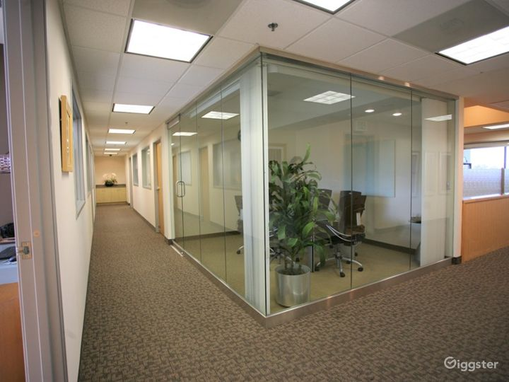 Stylish and Flexible Meeting Room in Newport Beach Photo 5