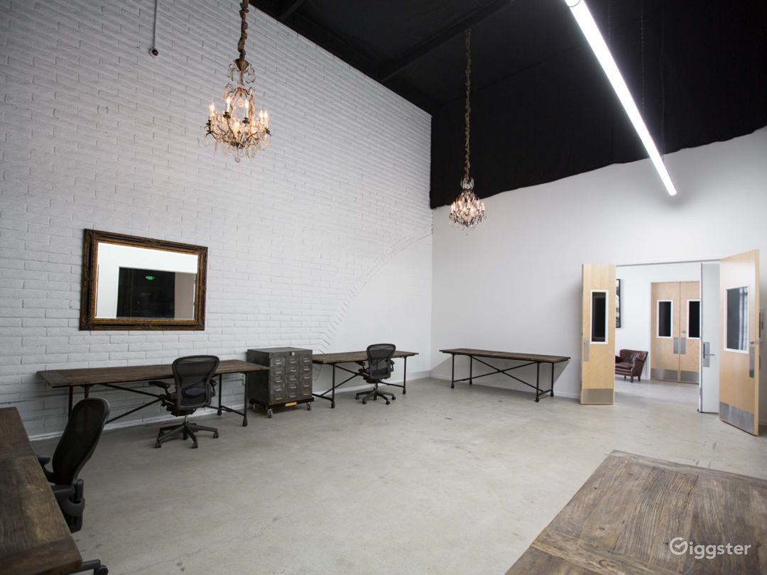 Film stage with cyclorama wall & production office Photo 5