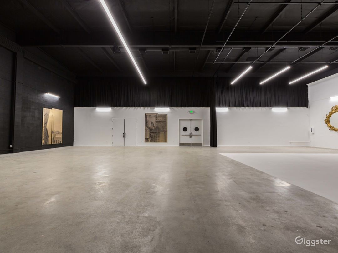Film stage with cyclorama wall & production office Photo 4