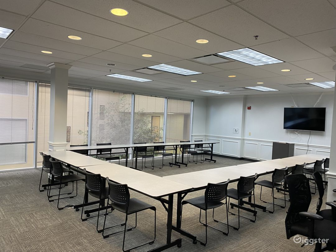Americano-Large Event Room with Natural Light Photo 1