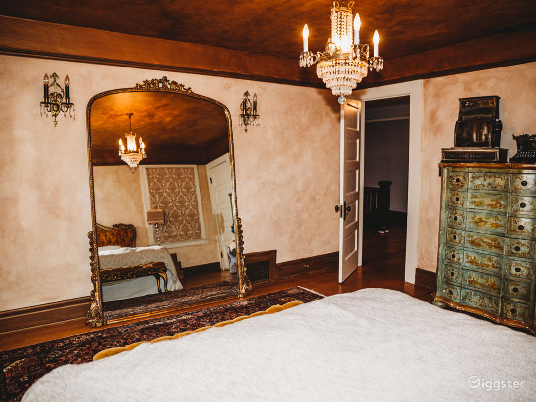 Gorgeous 1909 historic craftsman/ victorian home Photo 2