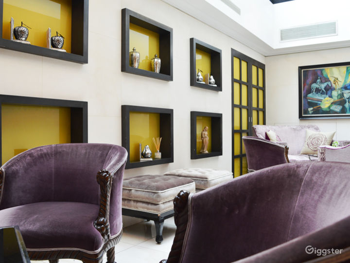 Suite with Gold Leather Wallpaper and Glass Roof in London  Photo 5