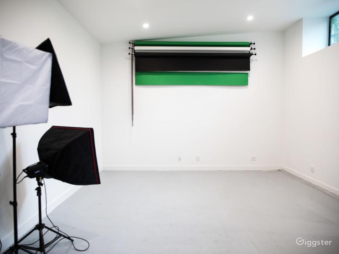 Private, gated multi-media Studio Photo 1