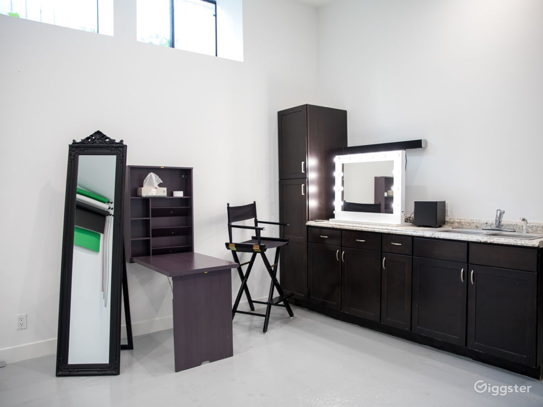 Photography Studio In Hollywood Hills Photo 4