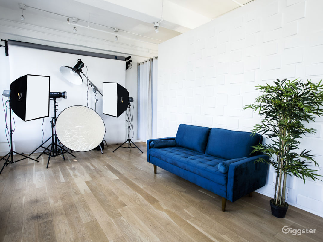 Chelsea small studio with Tons of Natural lights. Photo 1