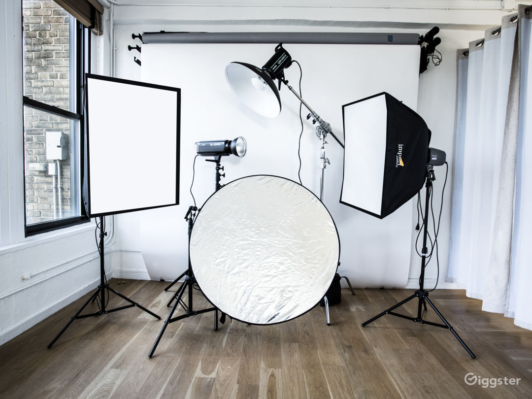 Chelsea small studio with Tons of Natural lights. Photo 5