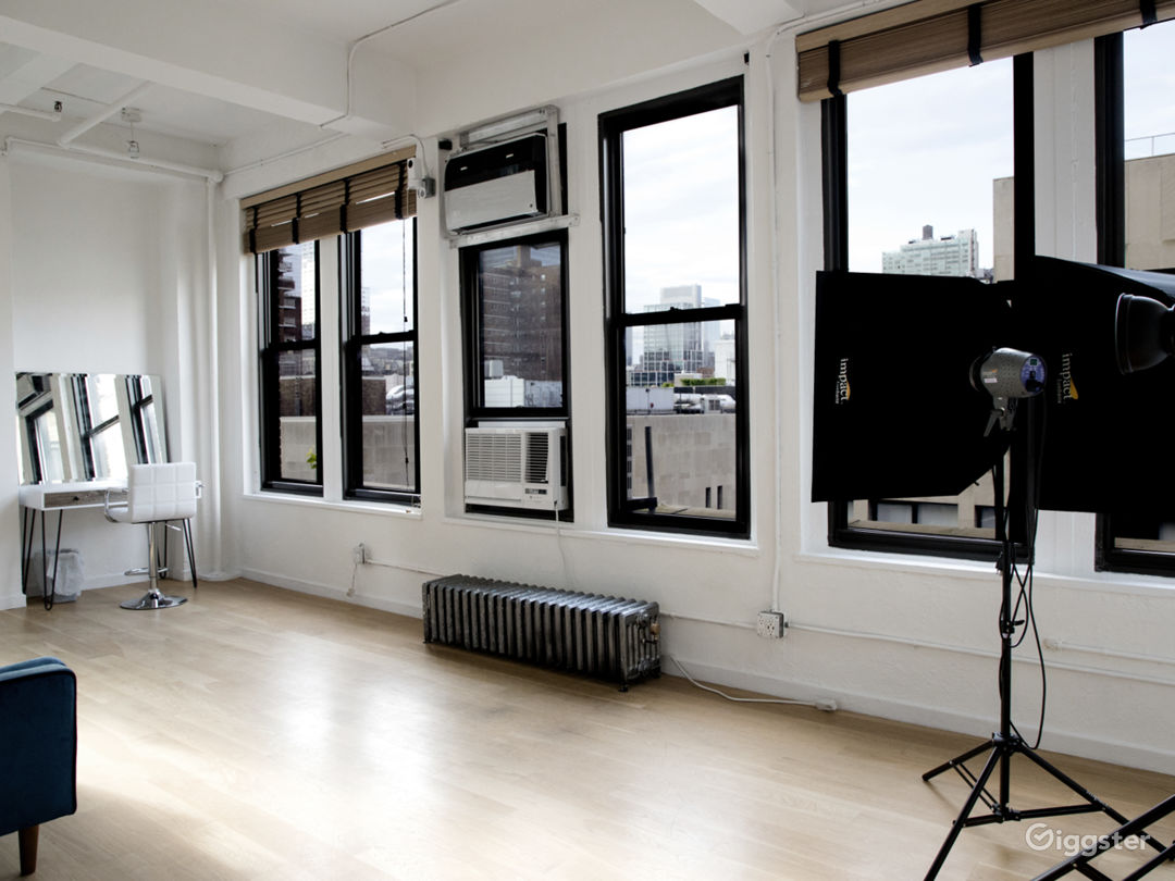 Chelsea small studio with Tons of Natural lights. Photo 3
