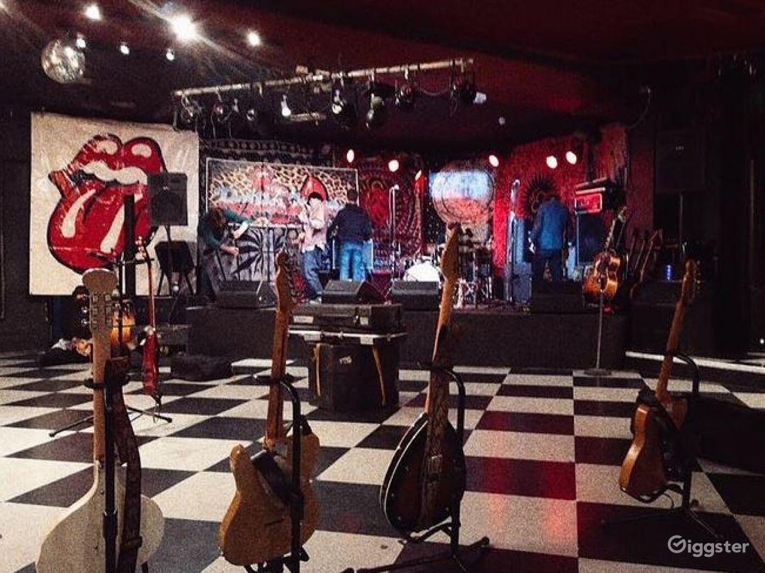 Rock 'n' roll pub in Putney  Photo 1