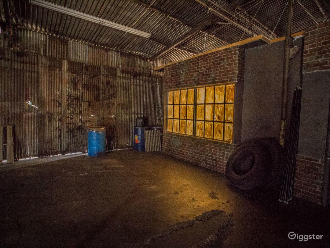 Grungy Warehouse Standing Set Photo 4