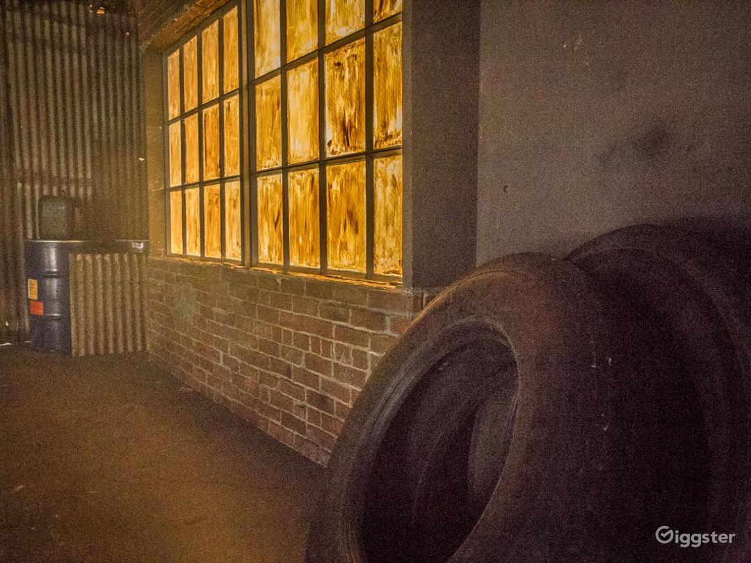 Grungy Warehouse Standing Set Photo 5
