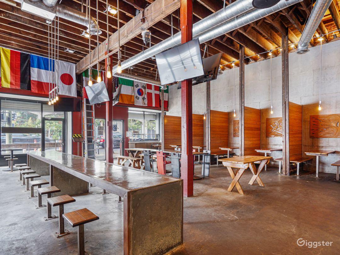 Rustic Modern Gastropub Restaurant / Sports Bar Photo 5