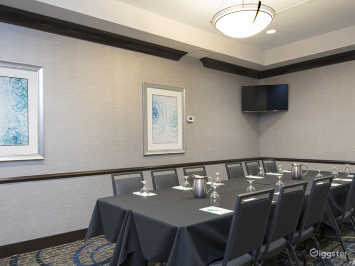 Modern Conference Room Photo 2
