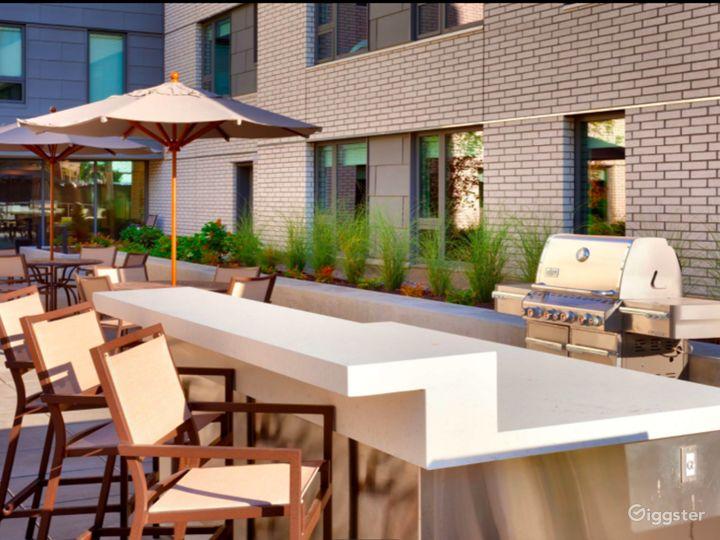 Delightful Patio and Pool Area in LA Photo 4