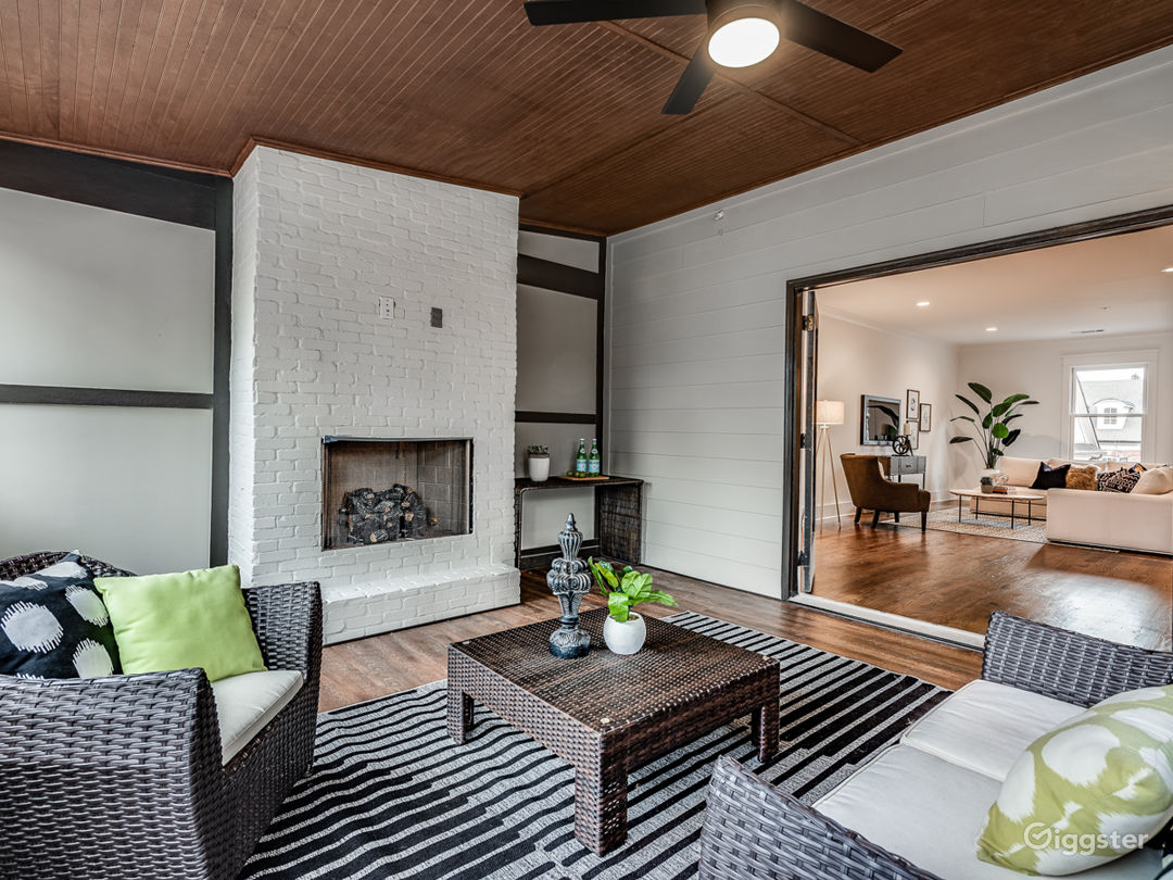 Modern Luxury with tons of natural light Photo 4