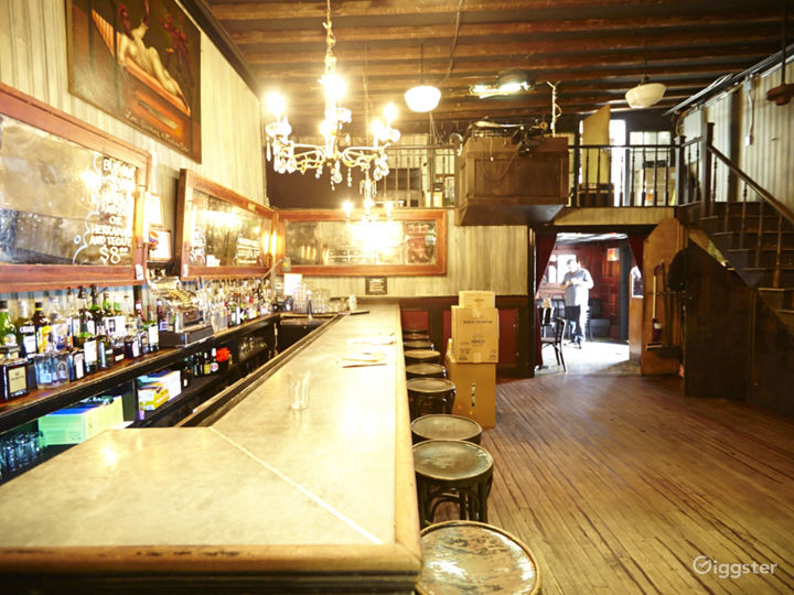 Bar and music venue: Location 5032